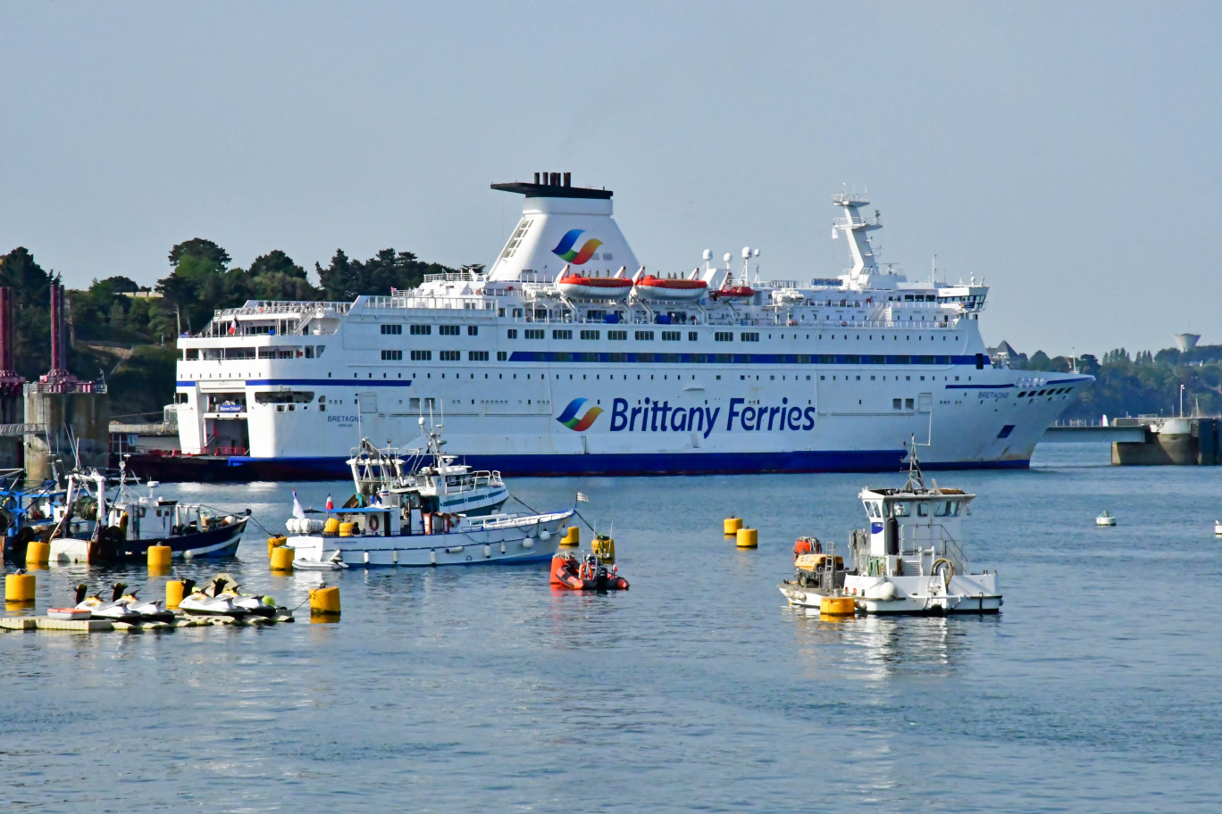Un ferry de l'enseigne  Brittany Ferries.